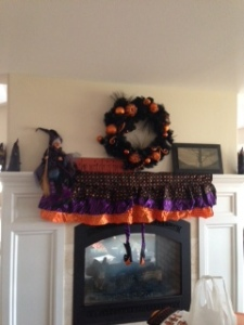 HAPPY HALLOWEEN  (I decorate while watching TV too)